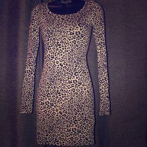 Dresses & Skirts - Gray leopard print bodycon dress